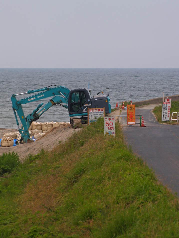 110619 佐陀川河口は工事中.jpg