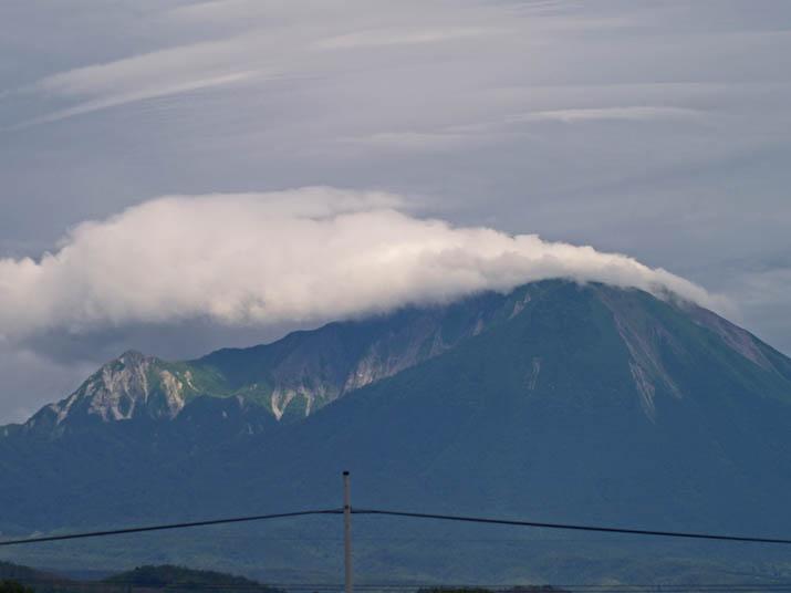 110622 大山が緑に.jpg