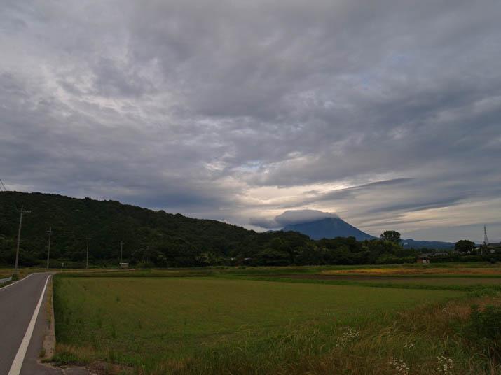 110622 梅雨空と大山.jpg