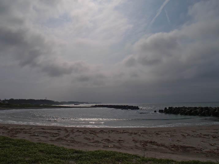110625 銀色の海と砂浜.jpg