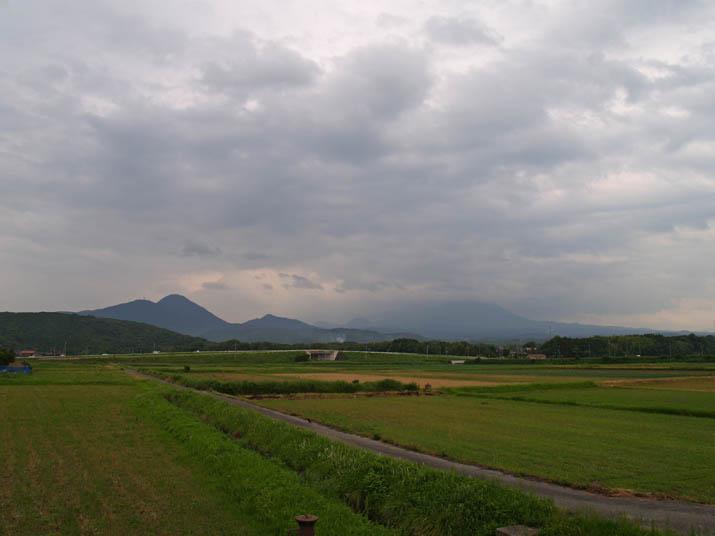 110627 雲の中の大山.jpg