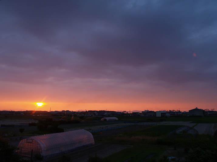 110629 オレンジ色の夕日.jpg