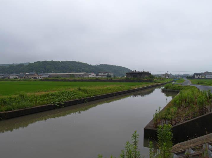 110704 町内の農業用水路.jpg