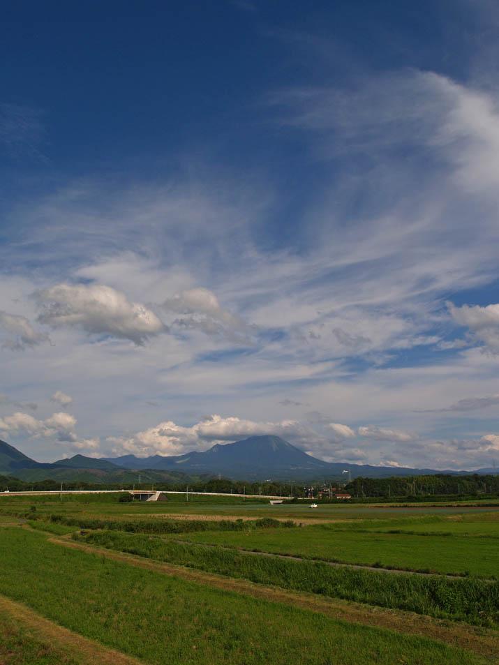 110708 梅雨明け空と大山.jpg