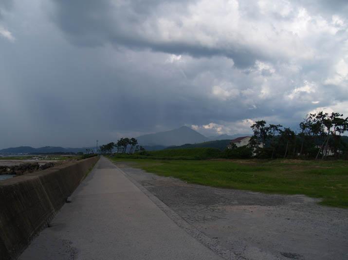 110711 大山方向の雨雲.jpg