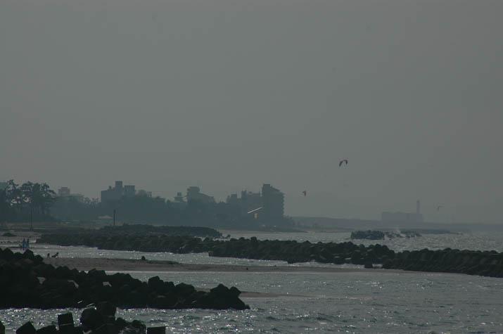 110724 日吉津の海岸とパラサーフィン.jpg