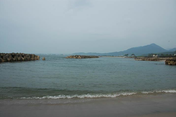 110725 砂浜と淀江の海岸線.jpg
