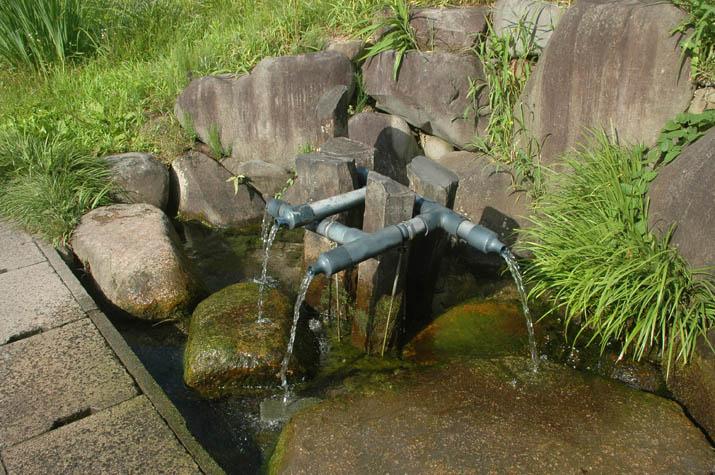 110803 壺瓶山の名水.jpg