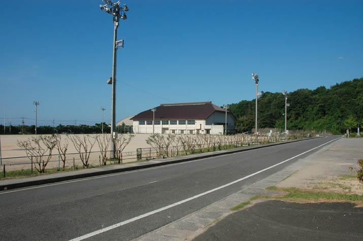 110804 淀江体育館とグラウンド.jpg