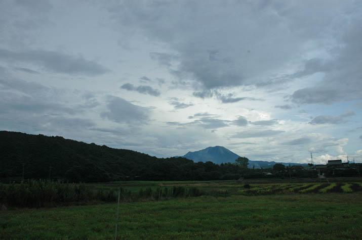 110806 大山と壺瓶山.jpg