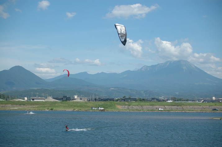 110809 日野川河口のパラサーフィン.jpg