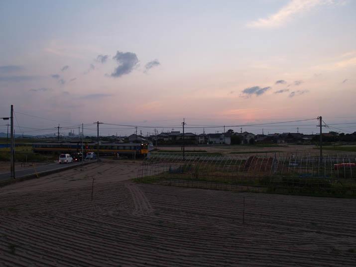 110816 夕焼け空と特急列車.jpg