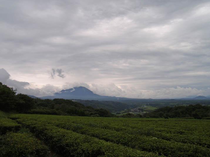 110819 雨雲と大山.jpg