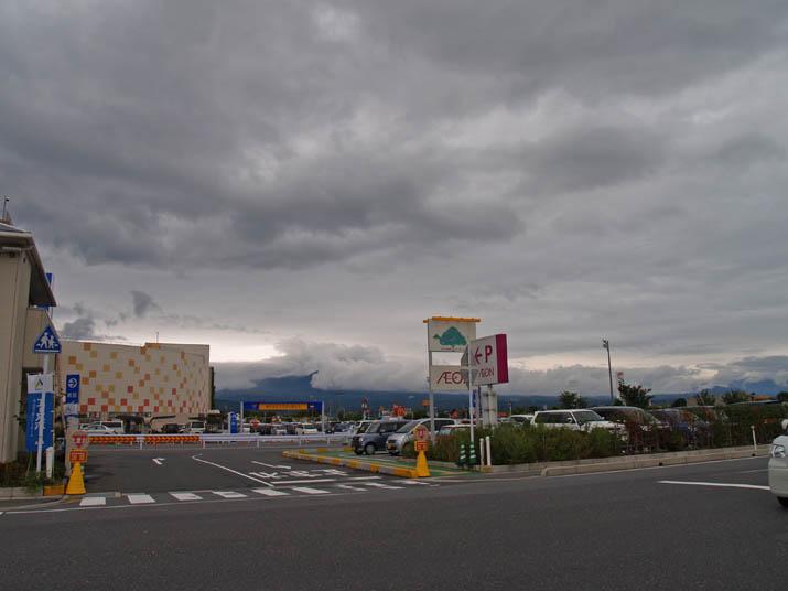 110820 イオンと大山と雲.jpg