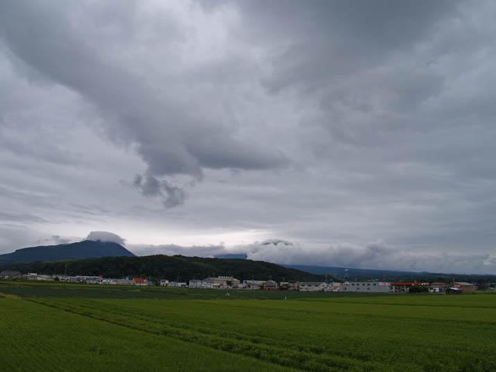 110820 大山と壺瓶山.jpg