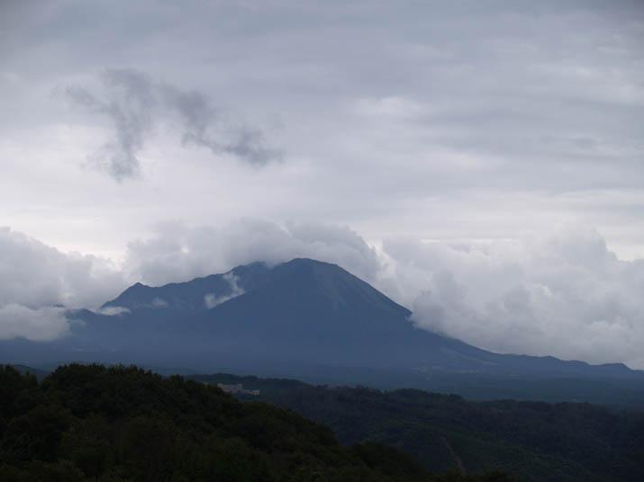 110821 雲まみれの大山.jpg
