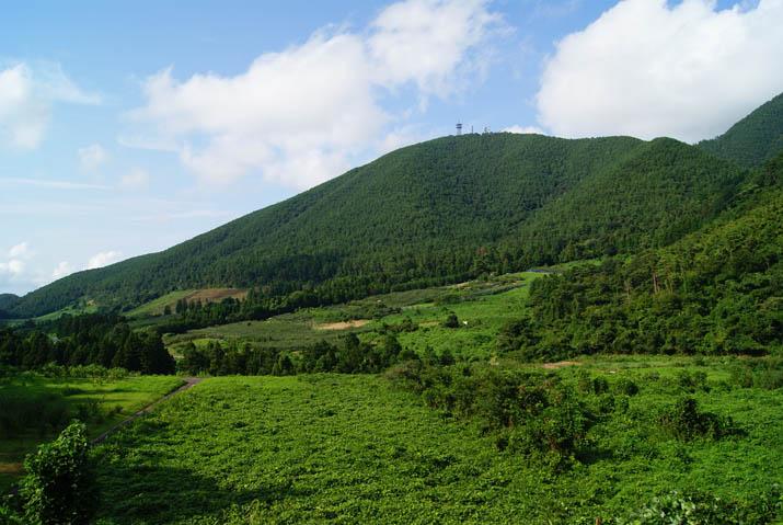 110826 孝霊山と野山.jpg