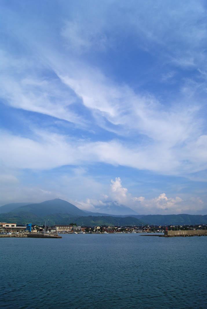 110830 淀江漁港と大山.jpg