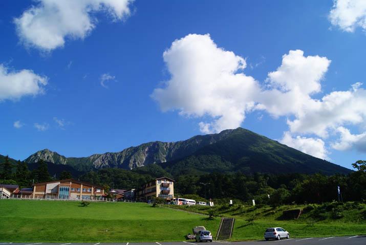 110906 大山が綺麗な博労座駐車場.jpg