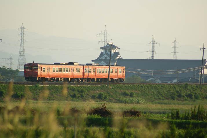 110914 伯耆大山へと向かう山陰線普通列車.jpg
