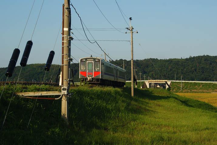 110915 普通列車は淀江方向へ.jpg