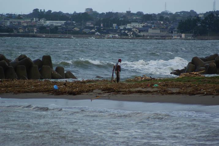 110922 海岸はゴミがたくさん.jpg
