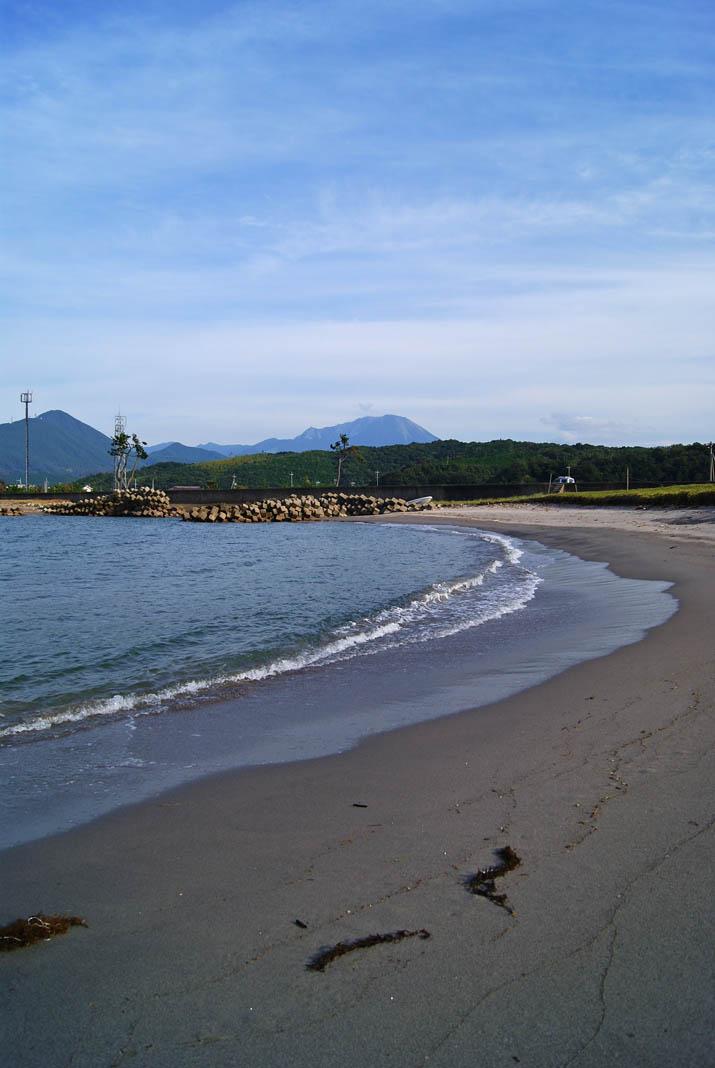 110925 砂浜と大山.jpg