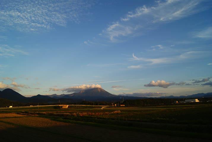111003 夕暮れの大山.jpg