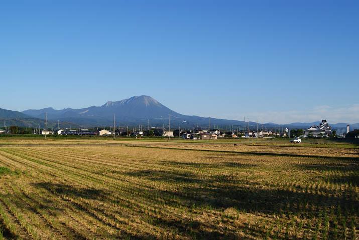 111004 寿城と大山と・・.jpg