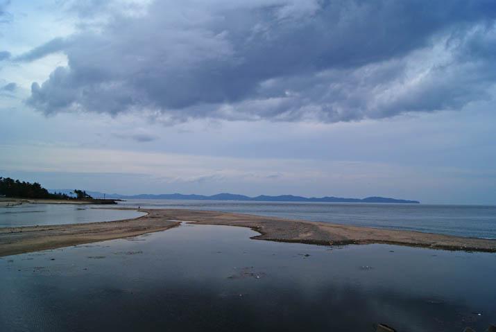 111015 静かに澱む日野川河口.jpg