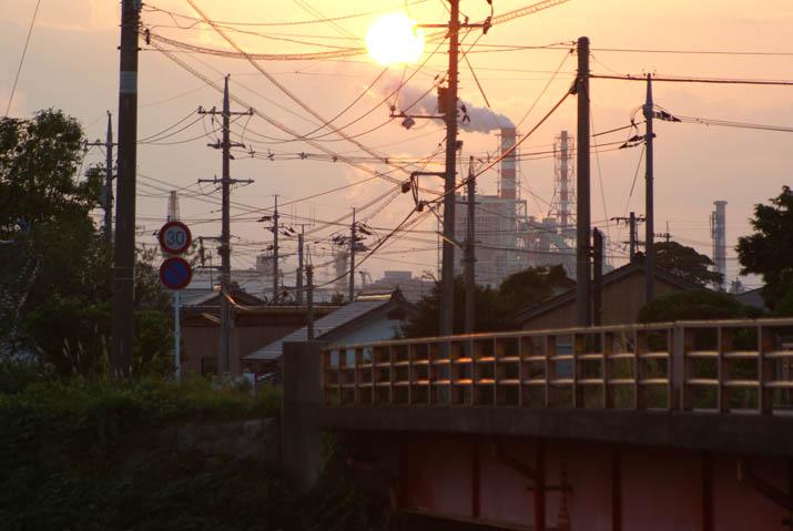 111103 王子製紙と日没と橋.jpg