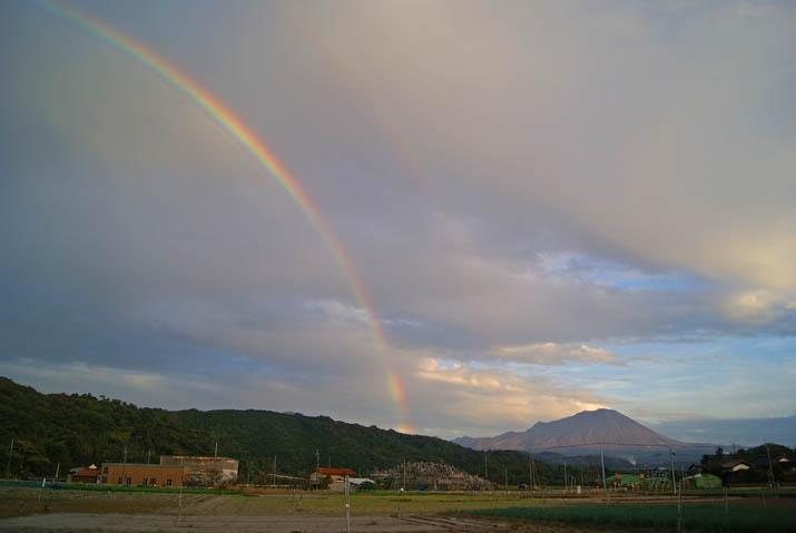 111111 大山と虹.jpg