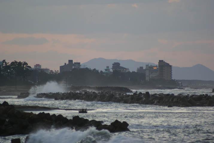 111115 日没頃の海岸.jpg