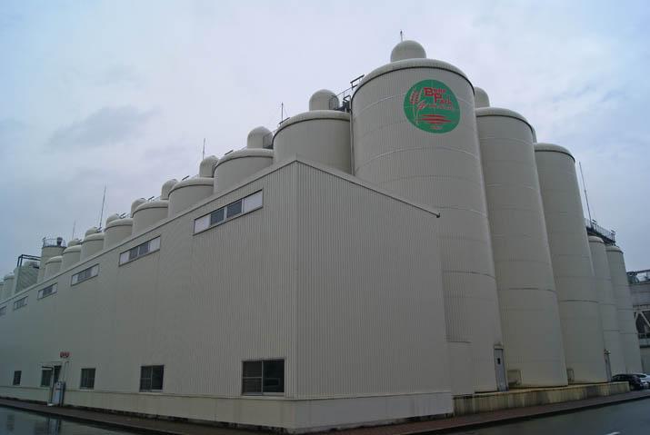 111119 キリンビールの発酵タンク.jpg