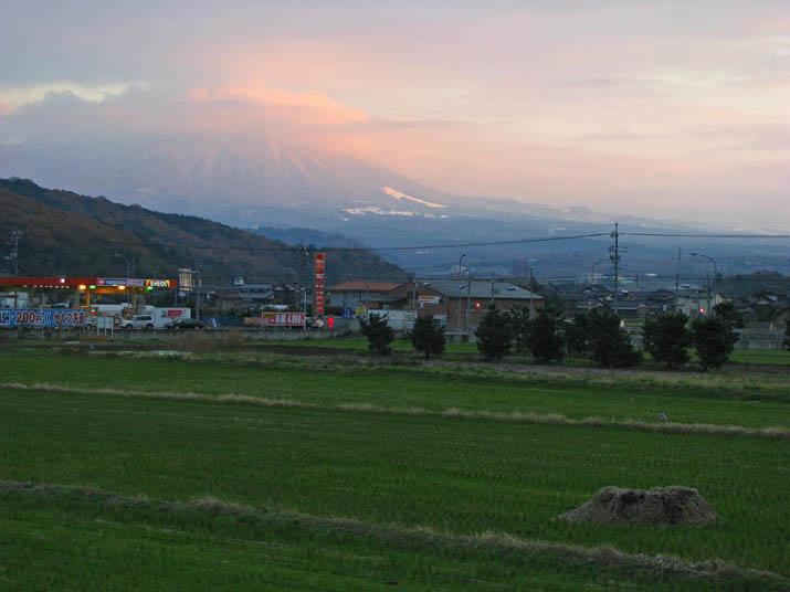 111211 ピンク色の大山.jpg