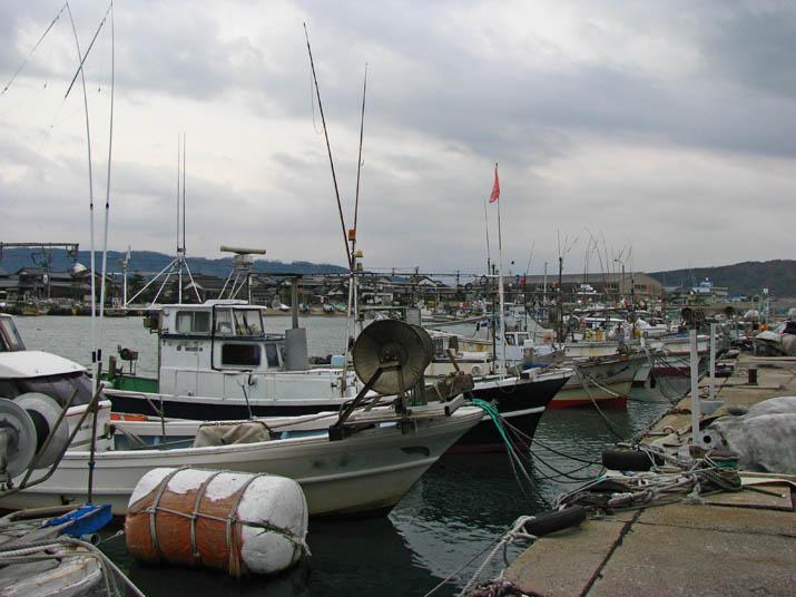 111218 淀江漁港の漁船.jpg