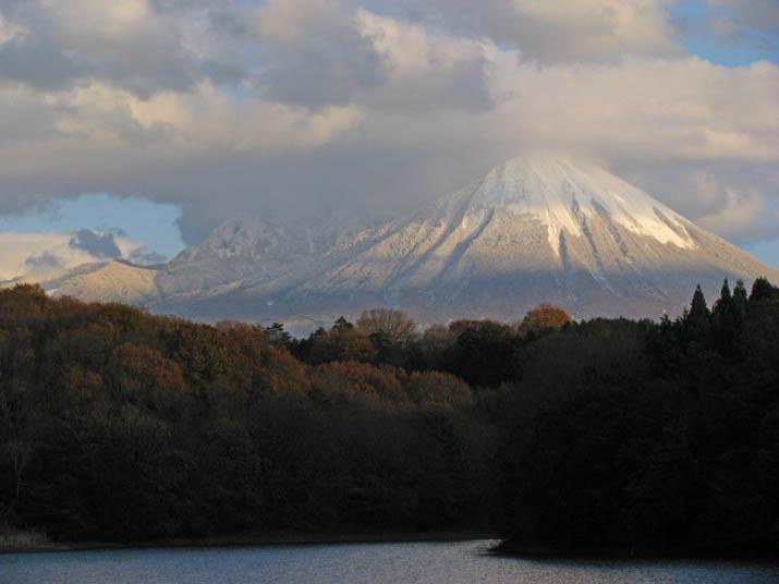 111222 池と山と大山.jpg