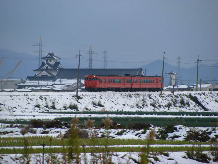 111227 真っ赤な山陰線普通列車.jpg