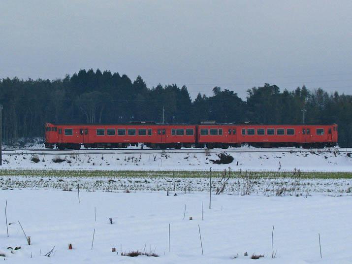 111227 赤い普通列車.jpg
