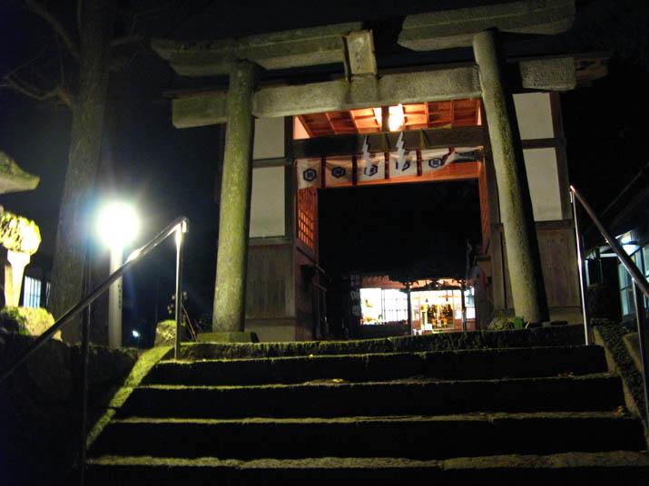 120101 三輪神社へ初詣.jpg
