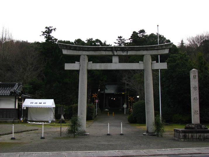 120103 日吉神社の境内.jpg