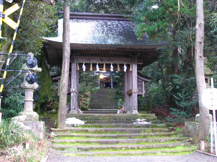 120103 日吉神社の本殿へ.jpg