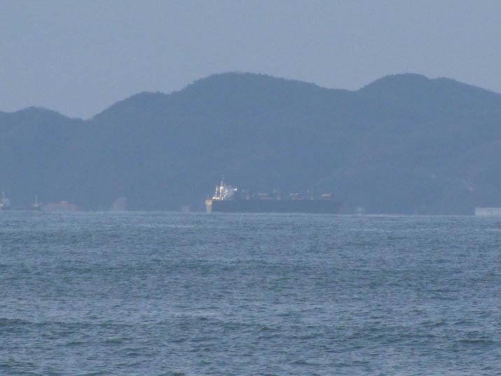 120111 島根半島のタンカー.jpg