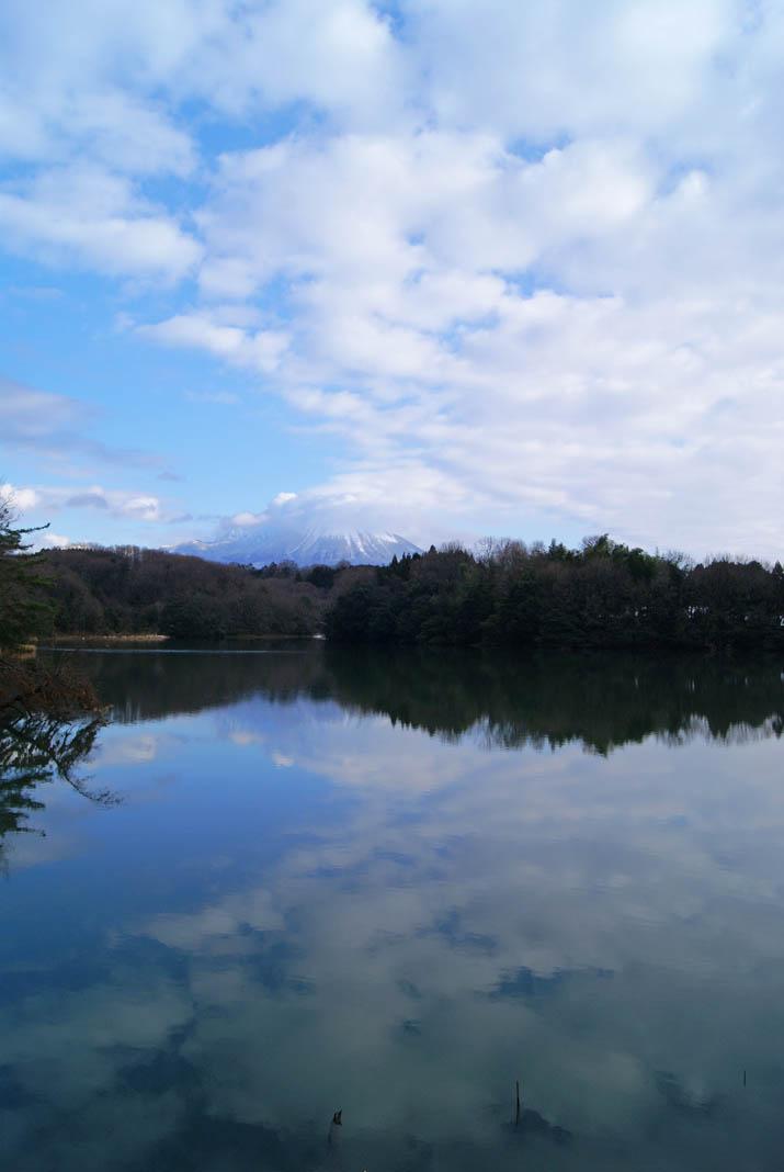 120112 岡成池の逆さ大山.jpg
