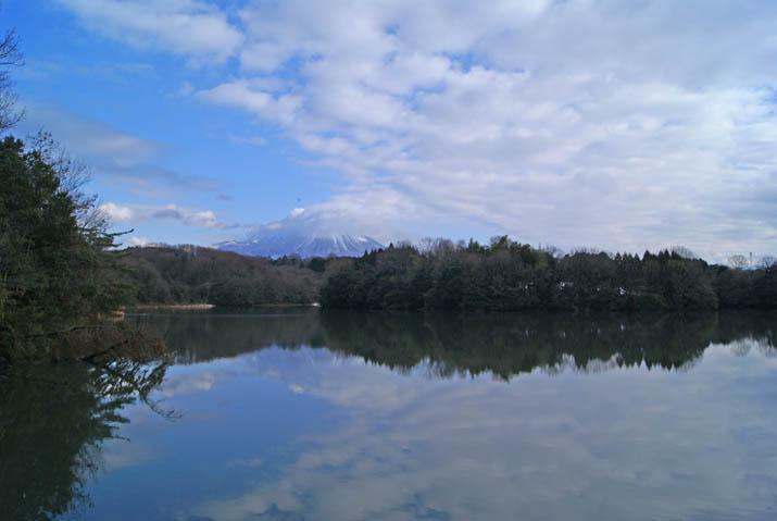 120115 逆さ大山と雲.jpg