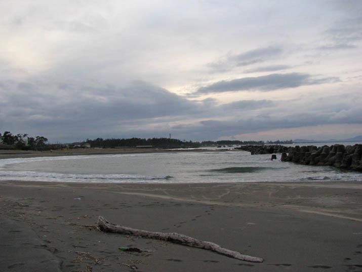 120121 防波ブロックのある淀江の海岸.jpg