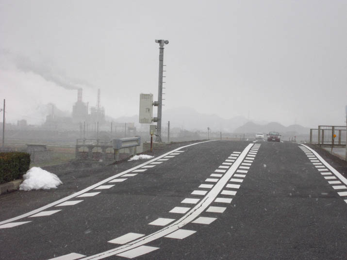 120201 日野川河口の道路と王子製紙.jpg