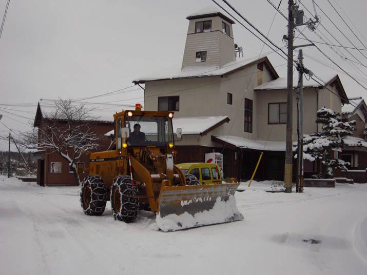 120202 小波浜公民館前の除雪車.jpg