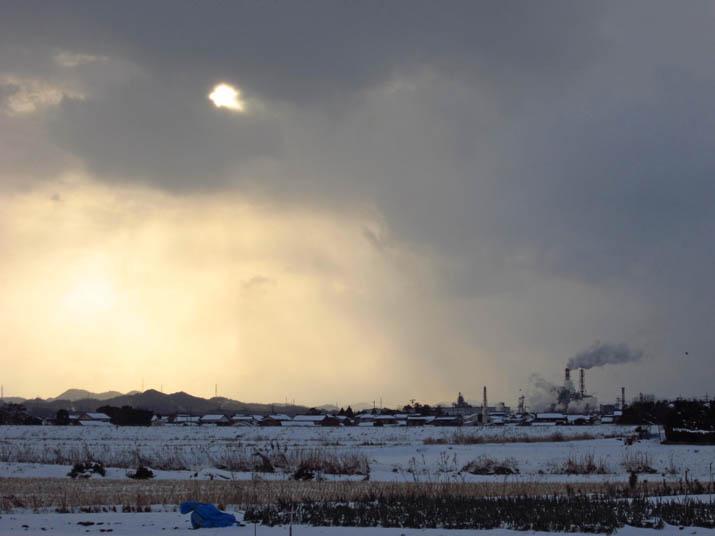 120203 王子製紙と雲のなかの夕日.jpg