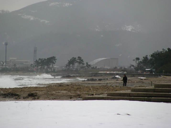 120207 水しぶき舞う日吉津の海岸.jpg